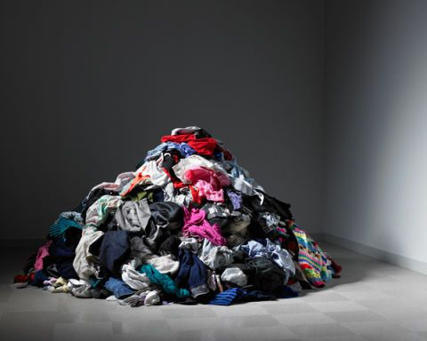 54a75a8e7939e_-_elle-pile-of-clothes-de